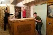 erste Bühnenumbauten